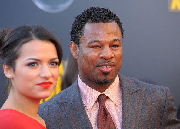 "Boxer ""Sugar"" Shane Mosley (R) and guest arrive at the 2009 American Music Awards at Nokia Theatre L.A. Live on November 22, 2009 in Los Angeles, California."