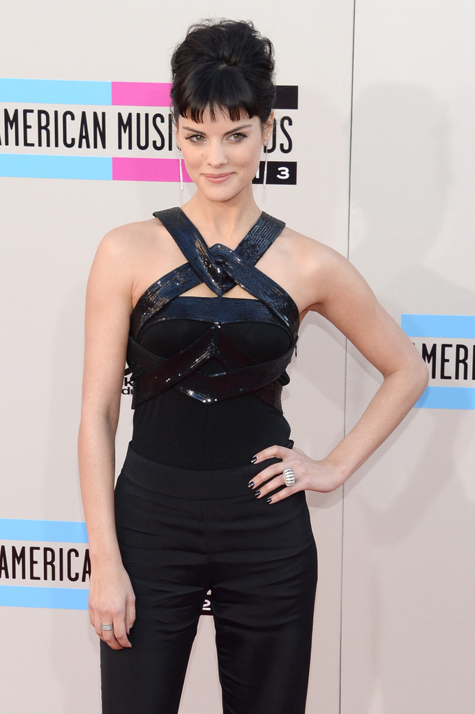 https://i2.wp.com/www3.pictures.zimbio.com/gi/2013+American+Music+Awards+Arrivals+I1cco0WHiNfx.jpg?resize=681%2C1024