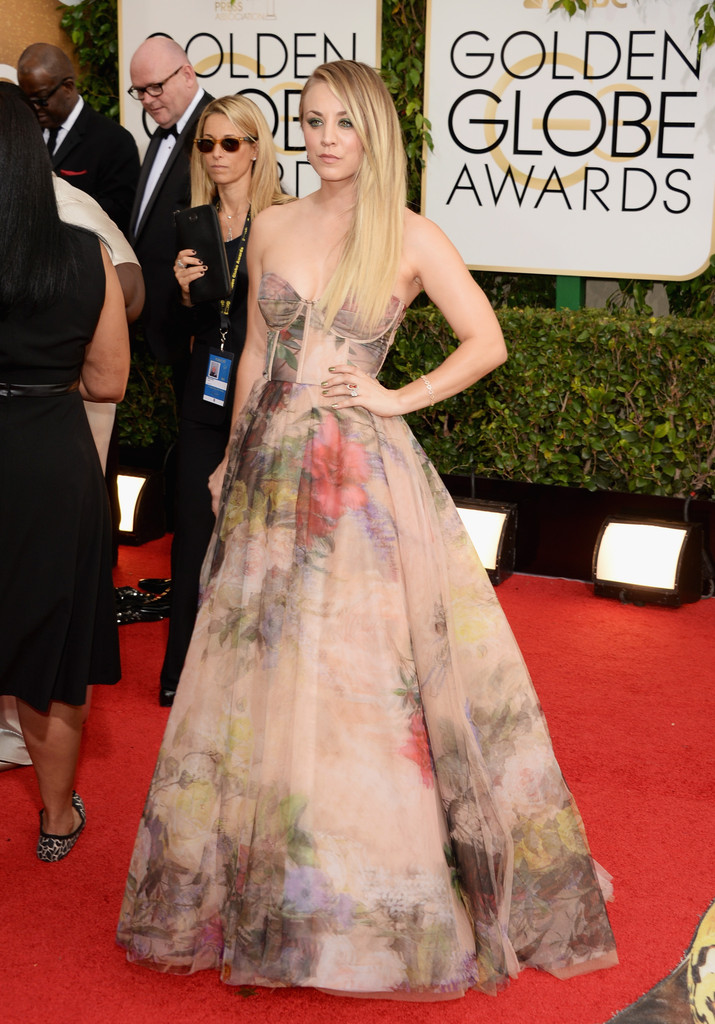 kaley cuoco 2014 golden globes