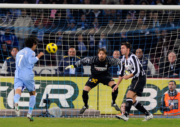 Edinson Cavani Edinson Cavani of SSC Napoli scores the first goal during the Serie A match between SSC Napoli and Juventus FC at Stadio San Paolo on January 9, 2011 in Naples, Italy.