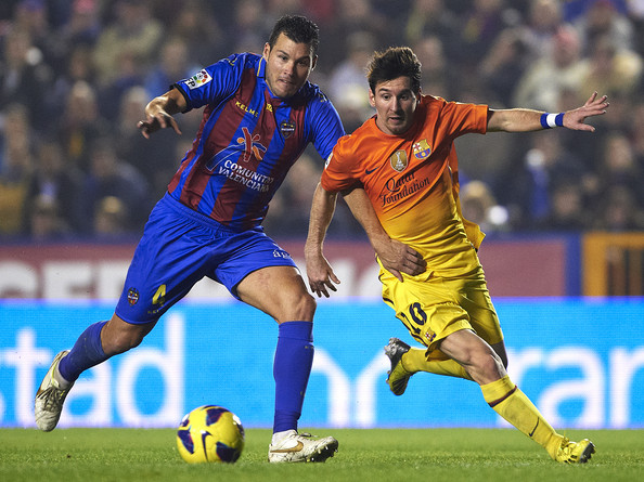 David Navarro (L) of Levante competes for the ball with Lionel Messi of Barcelona during the la Liga match between Levante UD and FC Barcelona at Ciutat de Valencia on November 25, 2012 in Valencia, Spain.
