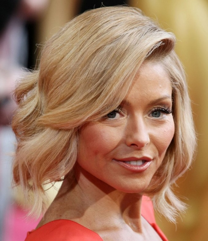 kelly ripa short wavy cut - short hairstyles lookbook