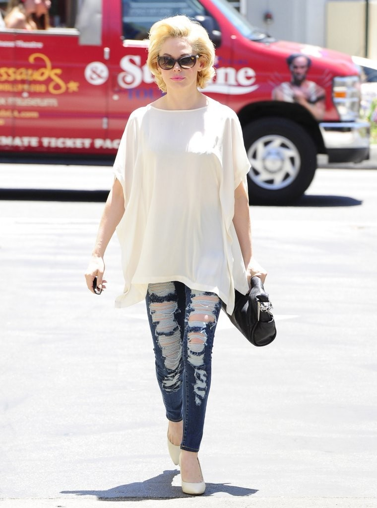 Rose McGowan Ripped Jeans Rose McGowan Looks StyleBistro