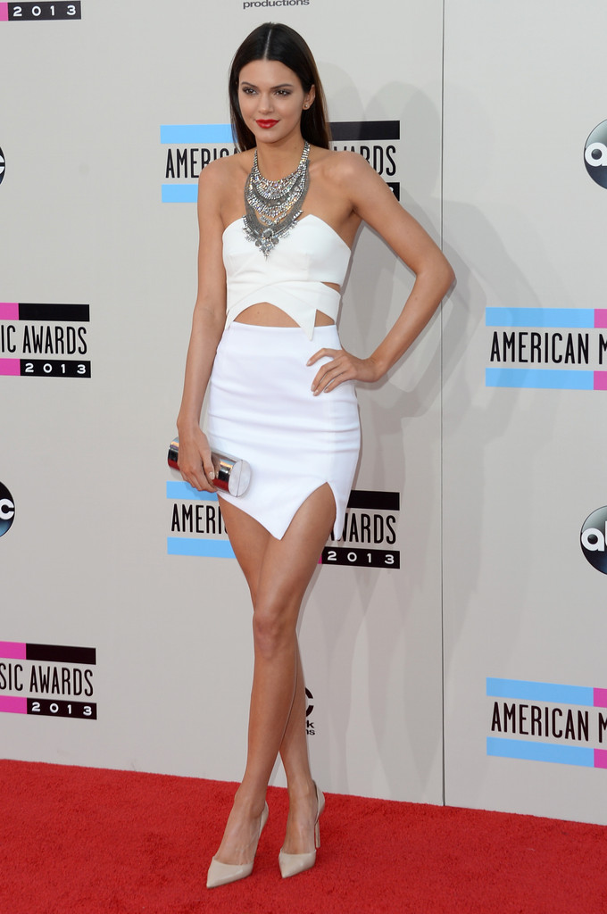 https://i2.wp.com/www4.pictures.zimbio.com/gi/2013+American+Music+Awards+Arrivals+SsHbsa5lmwQx.jpg?resize=680%2C1024