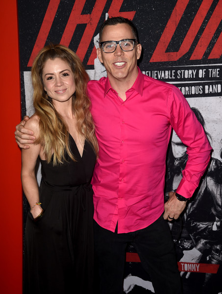Steve O Lux Wright Lux Wright Photos Premiere Of Netflix S The Dirt Arrivals Zimbio