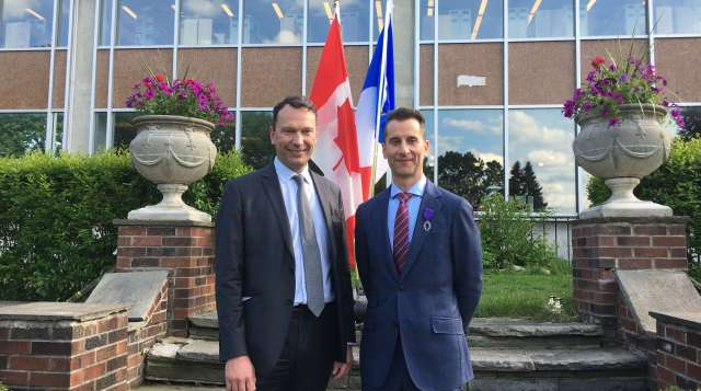 <em>(Le consul de France, Marc Trouyet, et le Principal du Collège de Glendon, Donald Ipperciel. Crédit image: Étienne Fortin-Gauthier)</em>