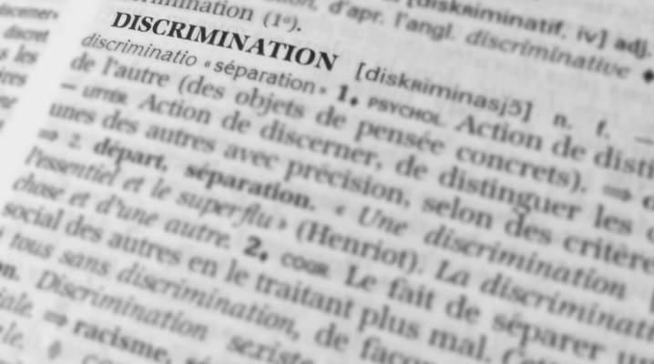 Photo du mot Discrimination tirée d'un dictionnaire de la langue française.