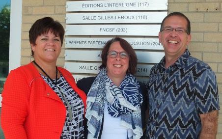 De gauche à droite, la présidente de la FNCSF, Melinda Chartrand, la présidente de la FCFA, Sylviane Lanthier et le directeur général de la CNPF, Luc Racine.