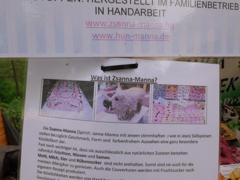 Das Foto zeigt ein Schild zur Erklaerung von Zsanna Manna