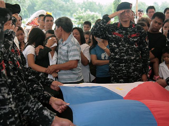 Pfc. Jose Marvin Talamante Jr. is given full military honors during his burial at Libingan ng mga Bayani in Fort Bonifacio on Thursday. Talamante, 24, was one of 10 soldiers killed by the Abu Sayyaf last week in Basilan, where he was assigned for three years.