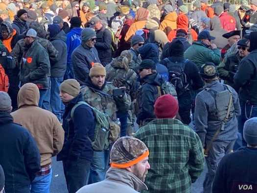 Gun rights supporters are seen at a protest in Richmond, Virginia, Jan. 20, 2020. (Carolyn Presutti/VOA)