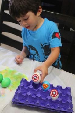 2 superheroes Easter eggs  marmite et ponpon