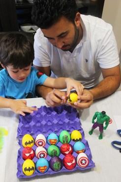 8 superheroes Easter eggs  marmite et ponpon