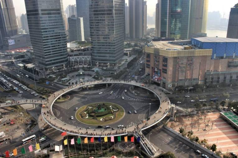 Giratoriul pentru pietoni din Pudong, vazut din Turnul Televiziunii