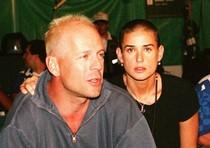 Bruce Willis e Demi Moore alle Olimpiadi di Atlanta il 24 luglio 1996. I due attori hanno  divorziato il 18 ottobre 2000.