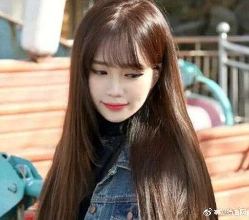 头发颜色2018流行色及发型名称:巧克力色+长直发