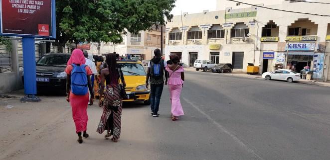 Tak się noszą Senegalki, niby jest tu 90% muzułmanów jednak po nich nie za bardzo to widać