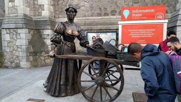 Molly Malone statue.
