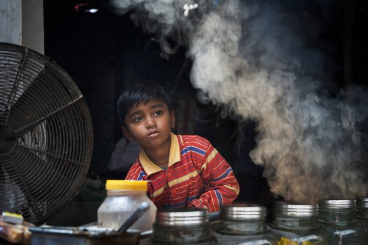 Kid working in Varanasi