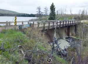 An irrigation district seeks to raise the level of the dam at New Fork Lake by 3-4 feet. The state this week reviews a proposed contract to study the proposal. (Angus M. Thuermer Jr./WyoFile)