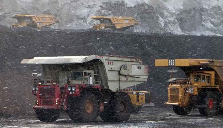 Correspondence suggests that shareholders were deliberately left out in the cold in the run-up to bankruptcy by Alpha Natural Resources, which owns the Belle Ayr mine pictured here. (Dustin Bleizeffer/WyoFile)
