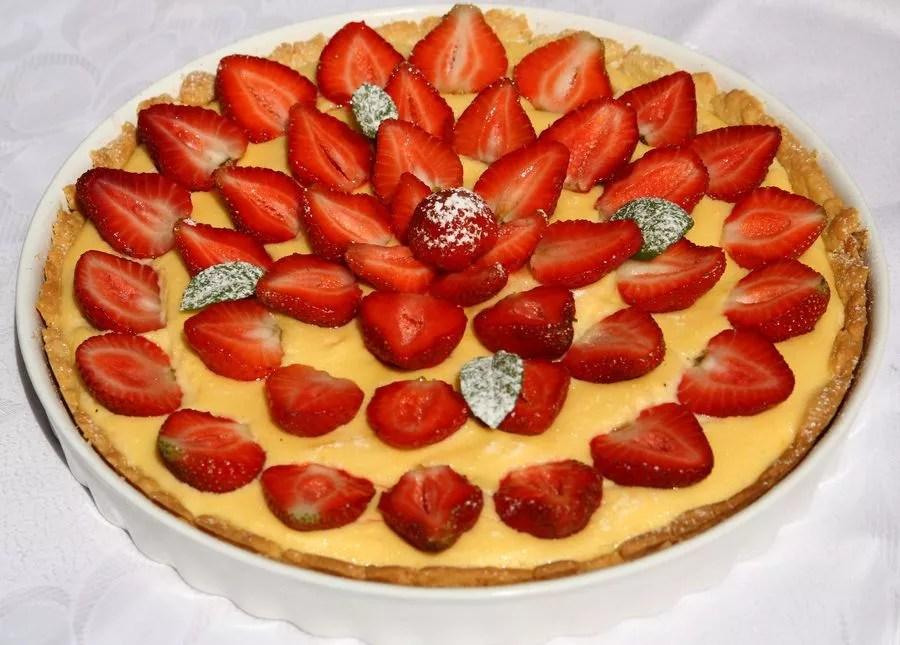 ciasto z truskawkami i kremem waniliowym