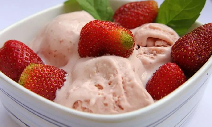 lody sernikowo-truskawkowe