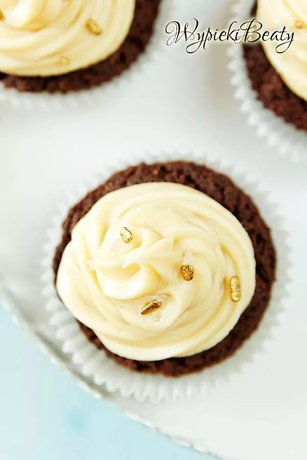 dark chocolate brownie with salted caramel frosting