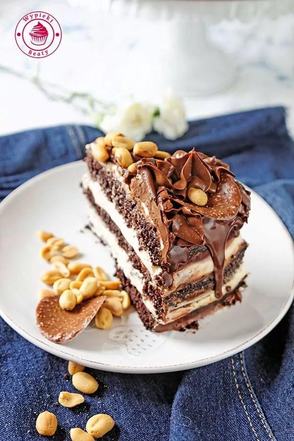 tort czekoladowy z orzechami ziemnymi 10