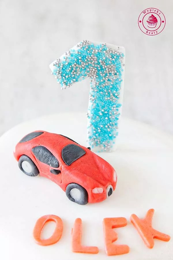 tort z samochodem