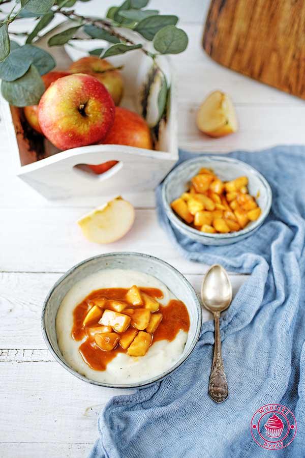 budyń z jabłkami