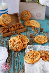 proste i pyszne ciasteczka z ziarnami słonecznika i dyni z dodatkiem miodu oraz z małą ilością cukru