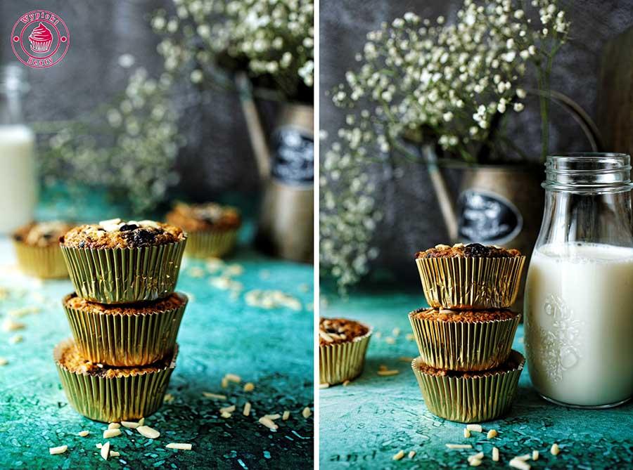 babeczki z borówkami w złotych papilotkach oraz mleko na zielonym tle
