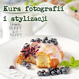 zdjęcie przedstawia jagodziankę oraz napis kurs fotografii i stylizacji kulinarnej. Warsztaty fotografii kulinarnej Warszawa