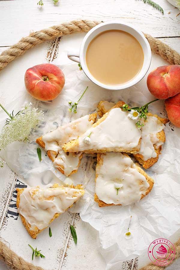 scones brzoskwiniowe