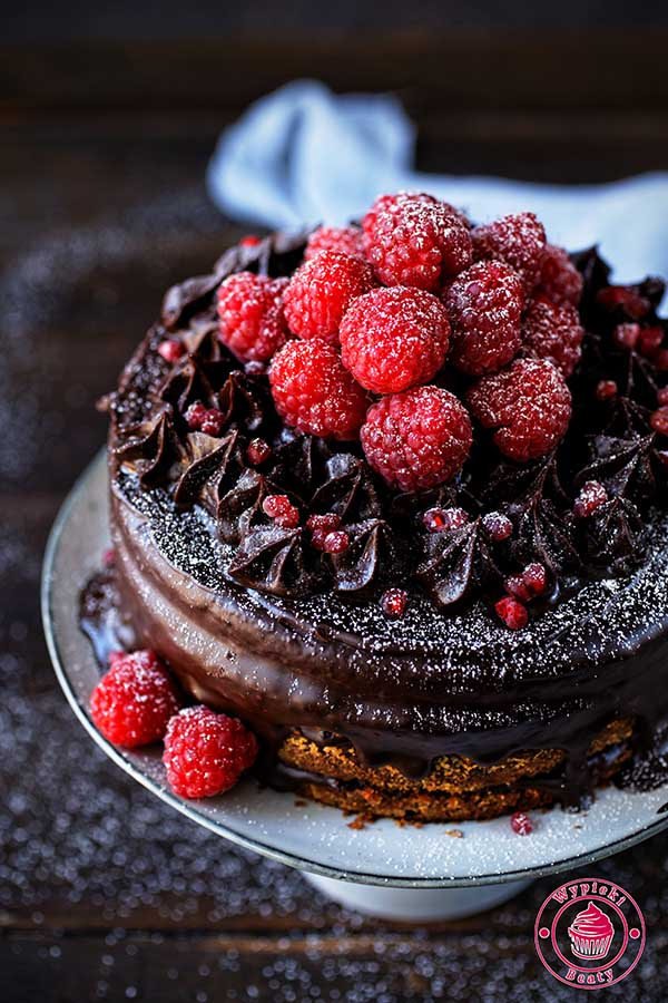 torcik z kremem czekoladowym