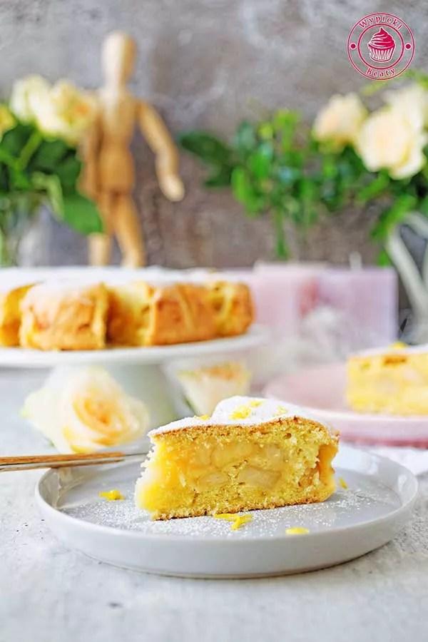 lekkie i puszyste ciasto z jabłkami i cukrem pudrem