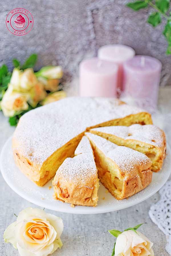 lekkie i puszyste ciasto z jabłkami