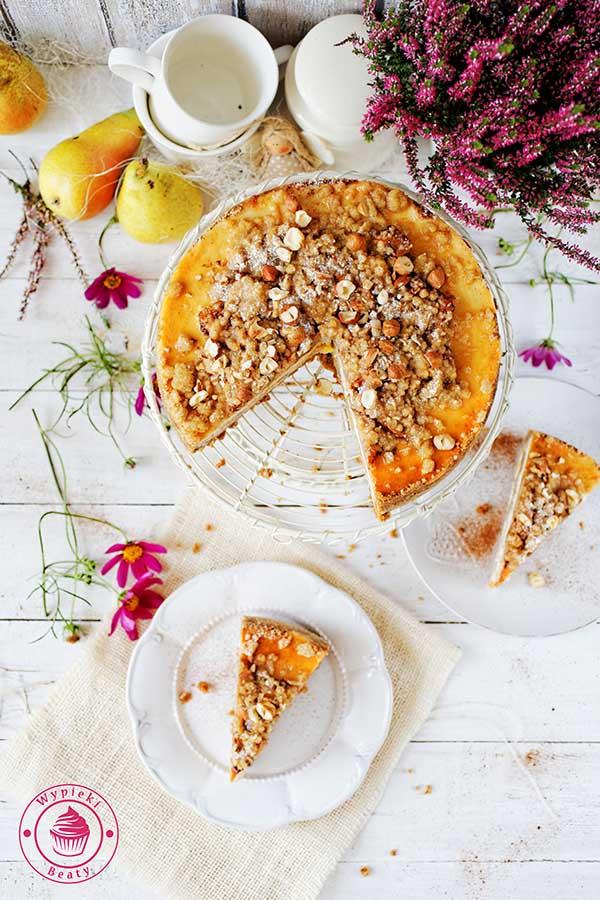 jesienne ciasto z gruszkami cynamonem i kruszonką