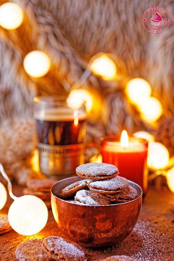 ciasteczka z kawą i czekolada