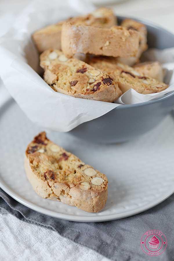 migdałowe biscotti z żurawiną
