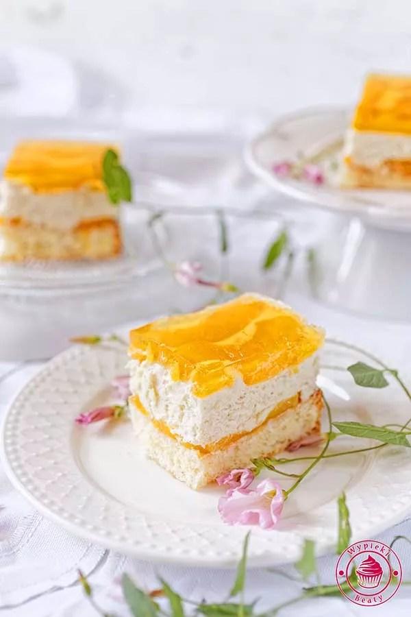 ciasto z brzoskwiniami i galeretką