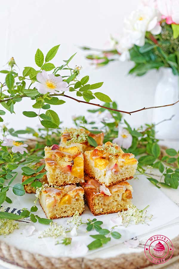 proste ciasto z brzoskwiniami