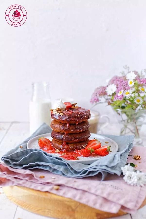 pieczone donuty z truskawkami