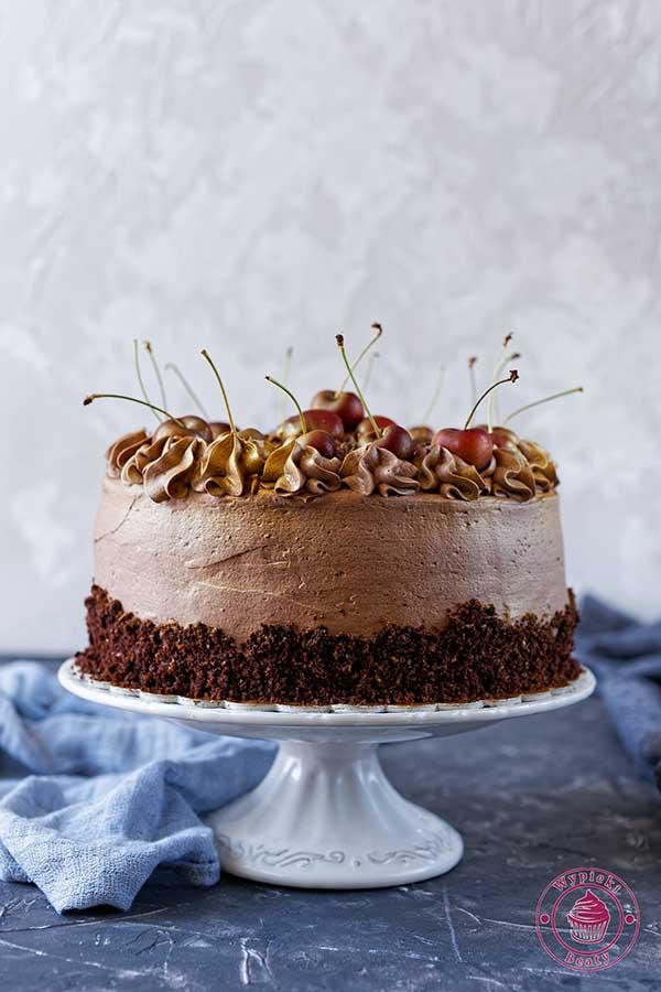 tort czekoladowy z czekoladowym kremem