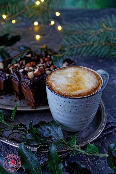 kawa z ciastem czekoladowym