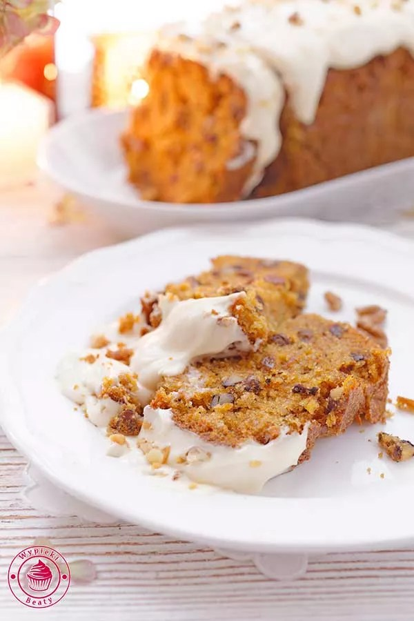ciasto z marchewki z orzechami i kremem