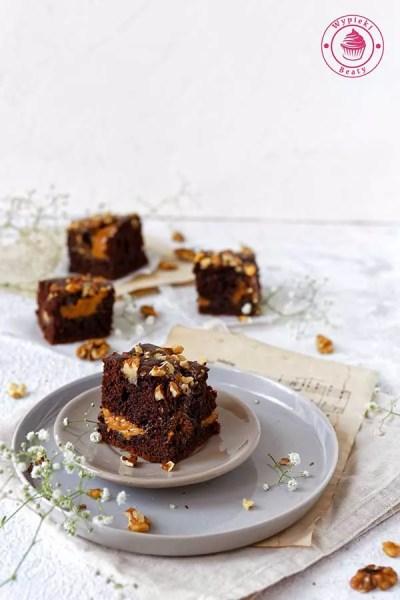 proste ciasto czekoladowe z orzechami