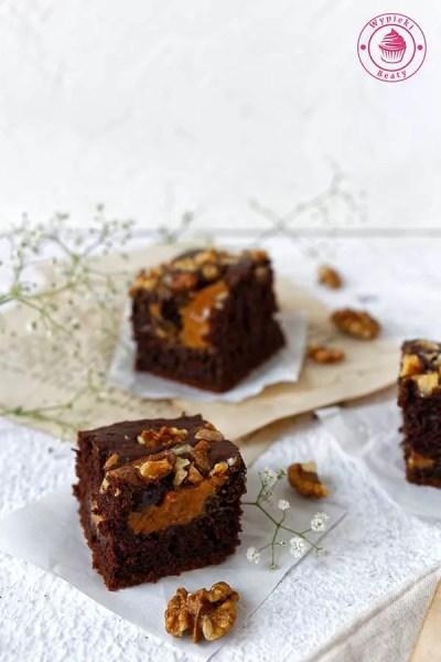 ciasto czekoladowe z kajmakiem i orzechami