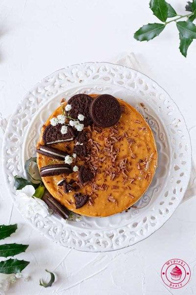 sernik karmelowy z ciasteczkami